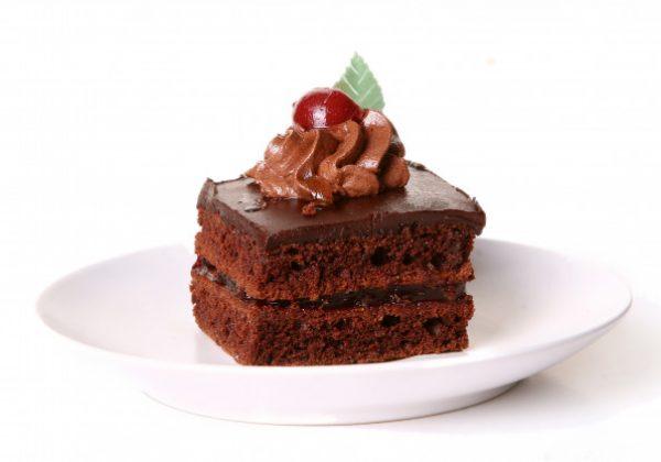 עוגת שוקולד עשירה קלה במיוחד